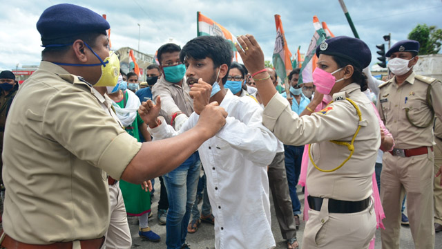 Police prevent Congress picketers in Agartala Monday from disrupting normal life during 12-hour general strike in Tripura. Image: Indigenousherald